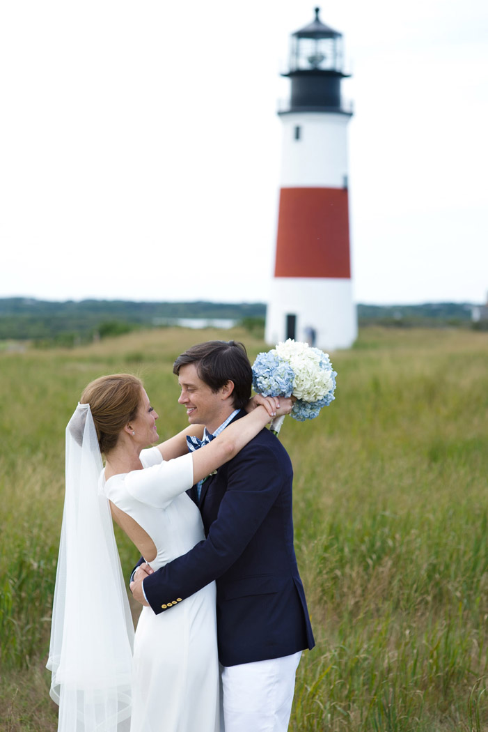 bride and groom in front of the Sconset Lighthouse